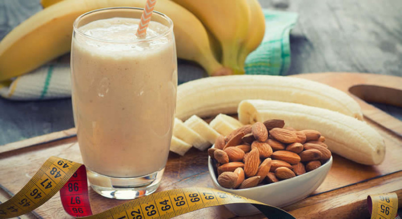 Banana Almond Shake as Recommended by a Holistic Nutiritonist