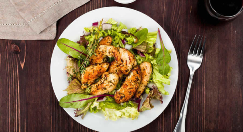 Low Carb Chicken & Salad as Recommended by a Holistic Nutiritonist